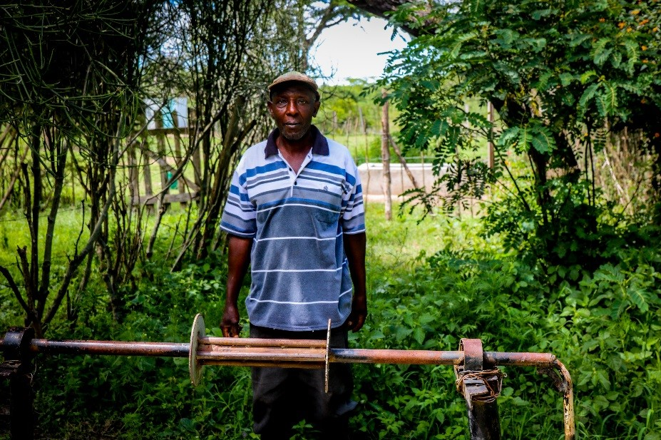 Daniel - Kenyan farmer using a solar water pump